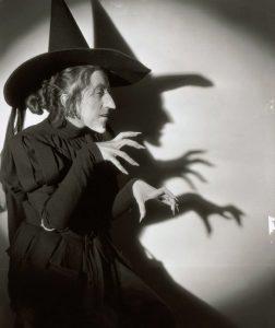 Halloween entertainment, holiday entertainment, magician, magic show, amazing dave elstun